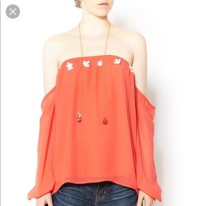 CORAL OFF-SHOULDERS TOP with white flower detail
